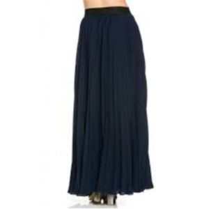 TOV Holy Skirts - NWT Tov Holy Navy Pleated Maxi Skirt